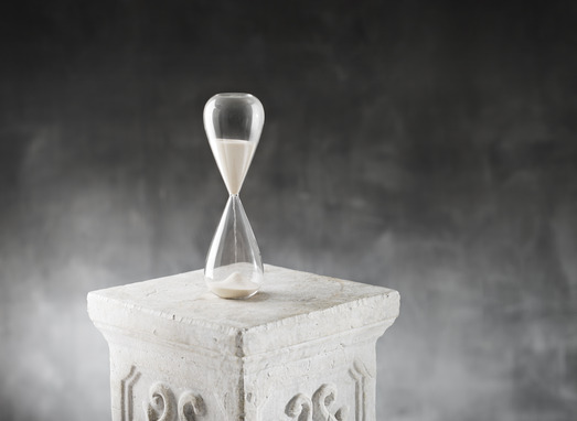 Hourglass on a plaster column.